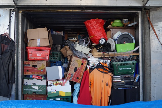 a messy storage unit is not a way to reduce NYC storage expenses