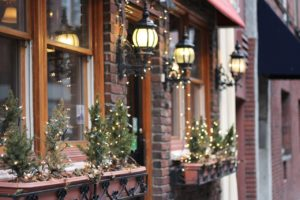 Decorated windows - Decorate your NYC home for Christmas