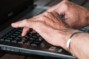 senior looking for moving tips for seniors on a computer