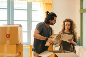 Pros and cons of hiring full-service movers for an interstate move